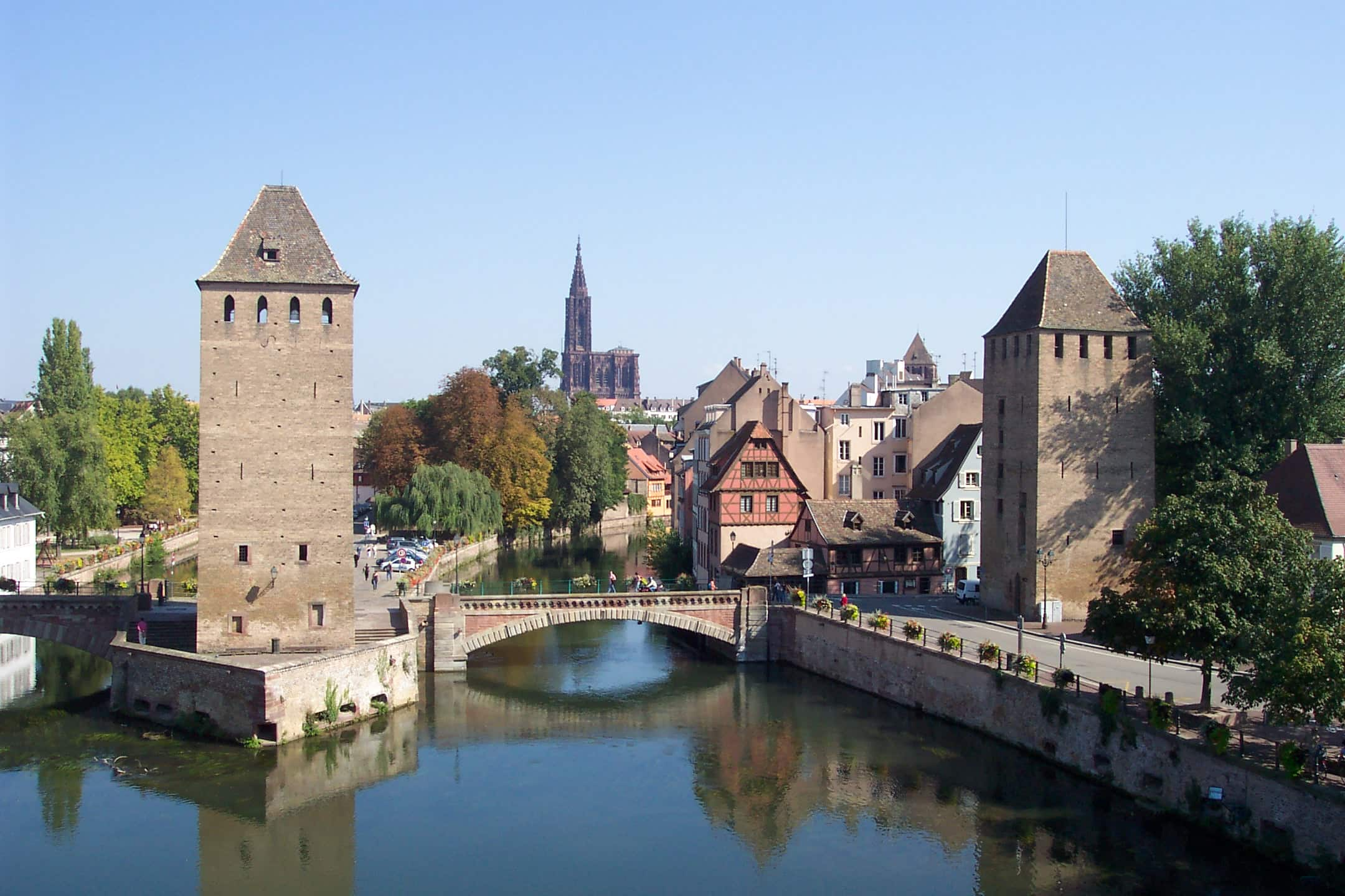 Two_towers_of_Ponts_Couverts_and_Strasbourg_Cathedral_in_the_distance_Kilinc avocat lawyer